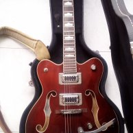 Gretsch G5422 with hard case