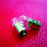 2 x PILOT BULB. FITS ANY AMP WITH FENDER TYPE PILOT LIGHT.