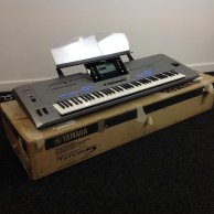 Yamaha Tyros 5 76-Key Arranger Workstation Keyboard