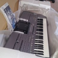 Yamaha Tyros5 - Arranger Workstation $2000 USD
