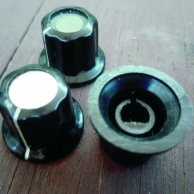 3 BOSS style knobs (D shaft)
