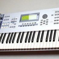 Yamaha  MOTIF ES 6 (61 keys synthesizer)